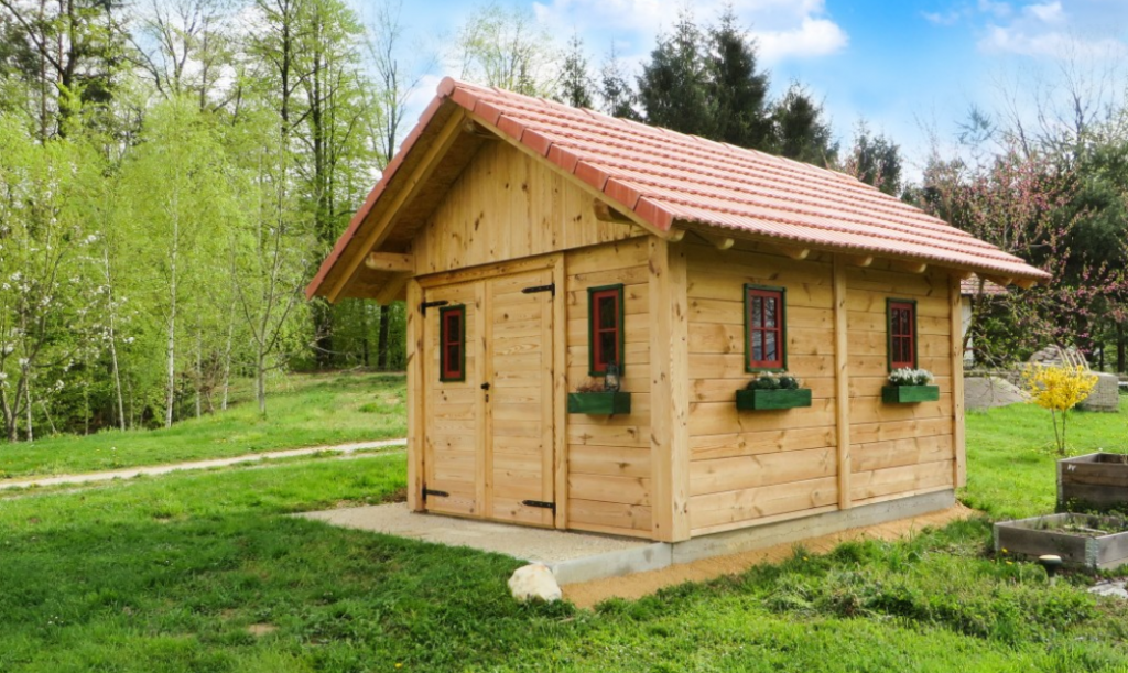 Casa de madera rodeada de cesped