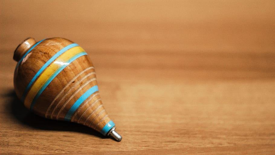 Peonza, un juguete de madera de toda la vida