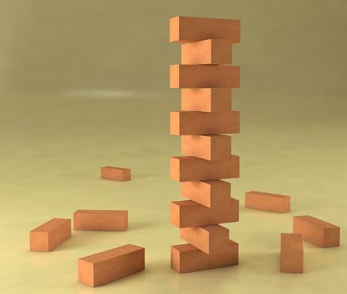 rompecabezas de madera en forma de torre